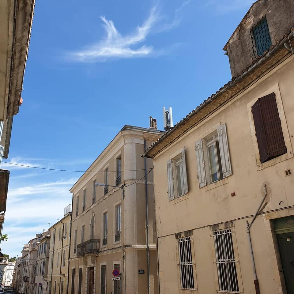 Sylphs boven Nîmes, Frankrijk