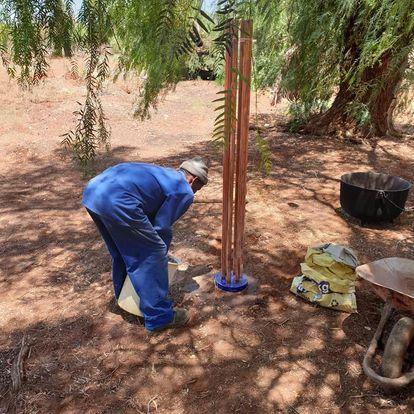 orgonite cloudbuster bij boer in Afrika