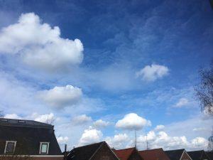 Wattenwolken onder chemische lucht 3