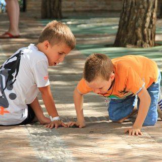 Spelende kinderen stellen fundamentele vragen